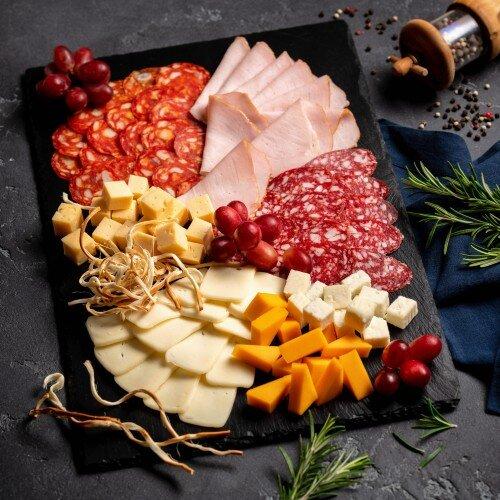 Ассорти сырно-мясное