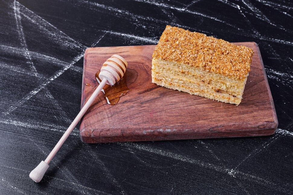 Мини-пирожное Медовик